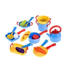 Rotaļu virtuves priekšmeti, rotaļu katli, rotaļu dārzeņi, rotaļlietas bērnu virtuvei.